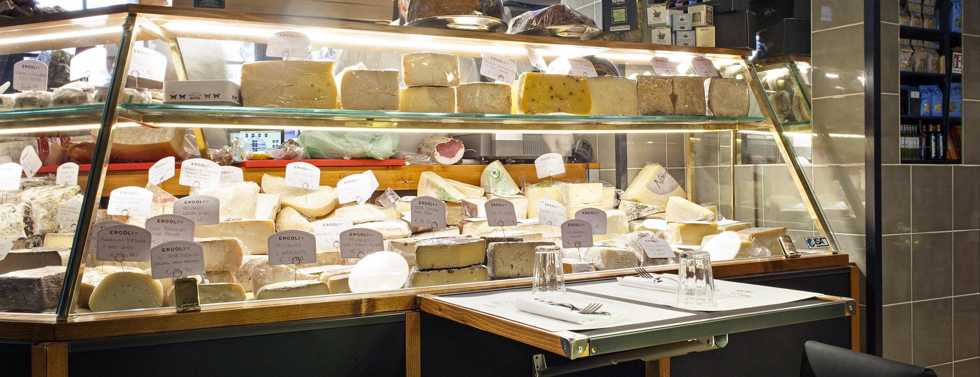 gastronomia con selezione di formaggi