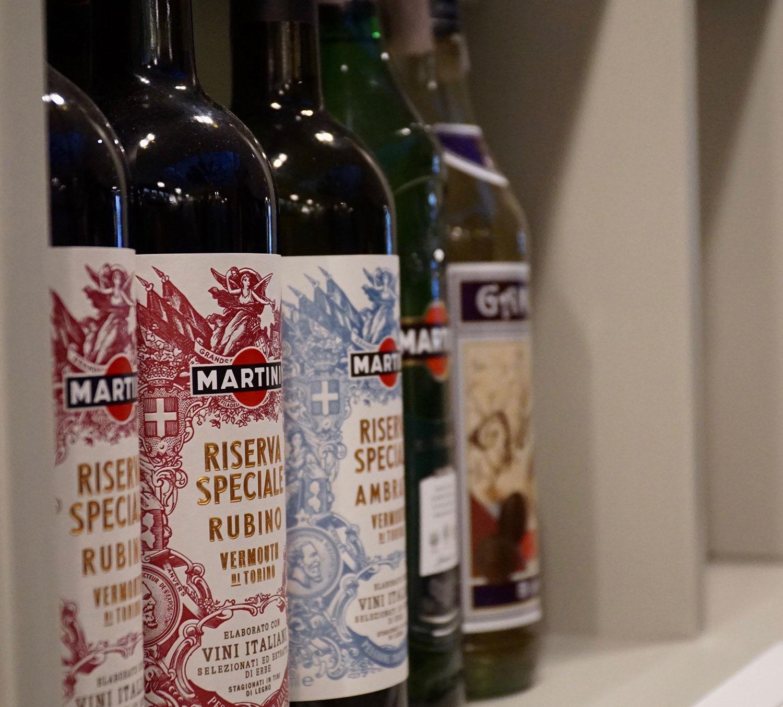 bottiglie di martini vermouth presso il bar ercoli parioli