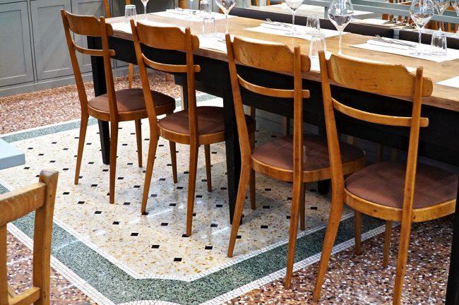 sedie in legno trattoria romana