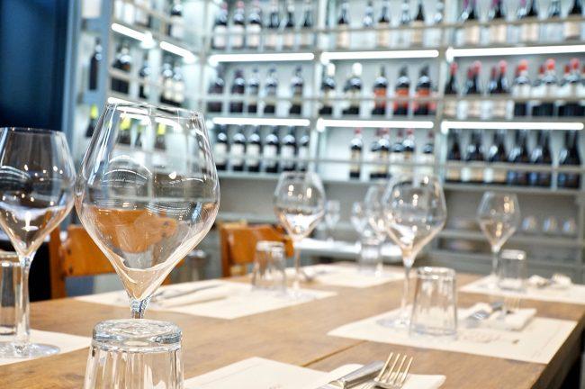tavolo apparecchiato del ristorante