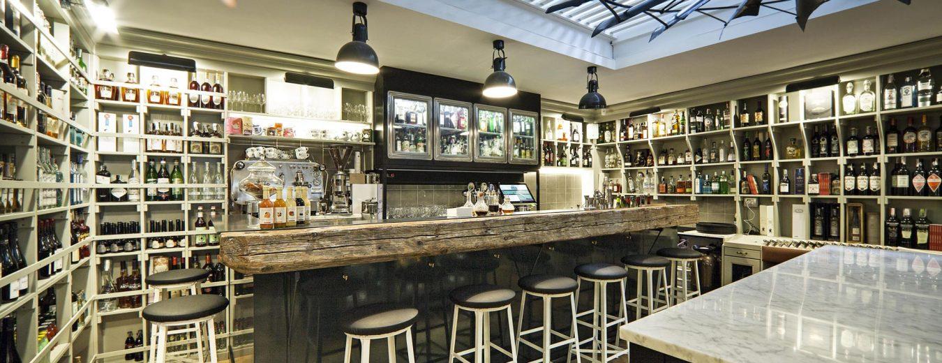 Vermouth bar con aperitivi