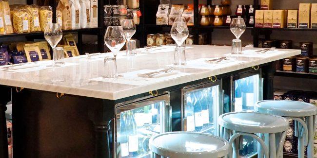 bancone aperitivi e cocktail bar