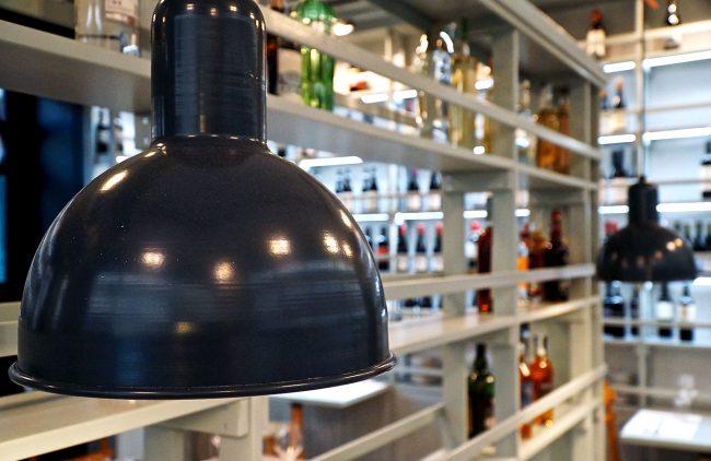 Particolare del lampadario della sala ristorante