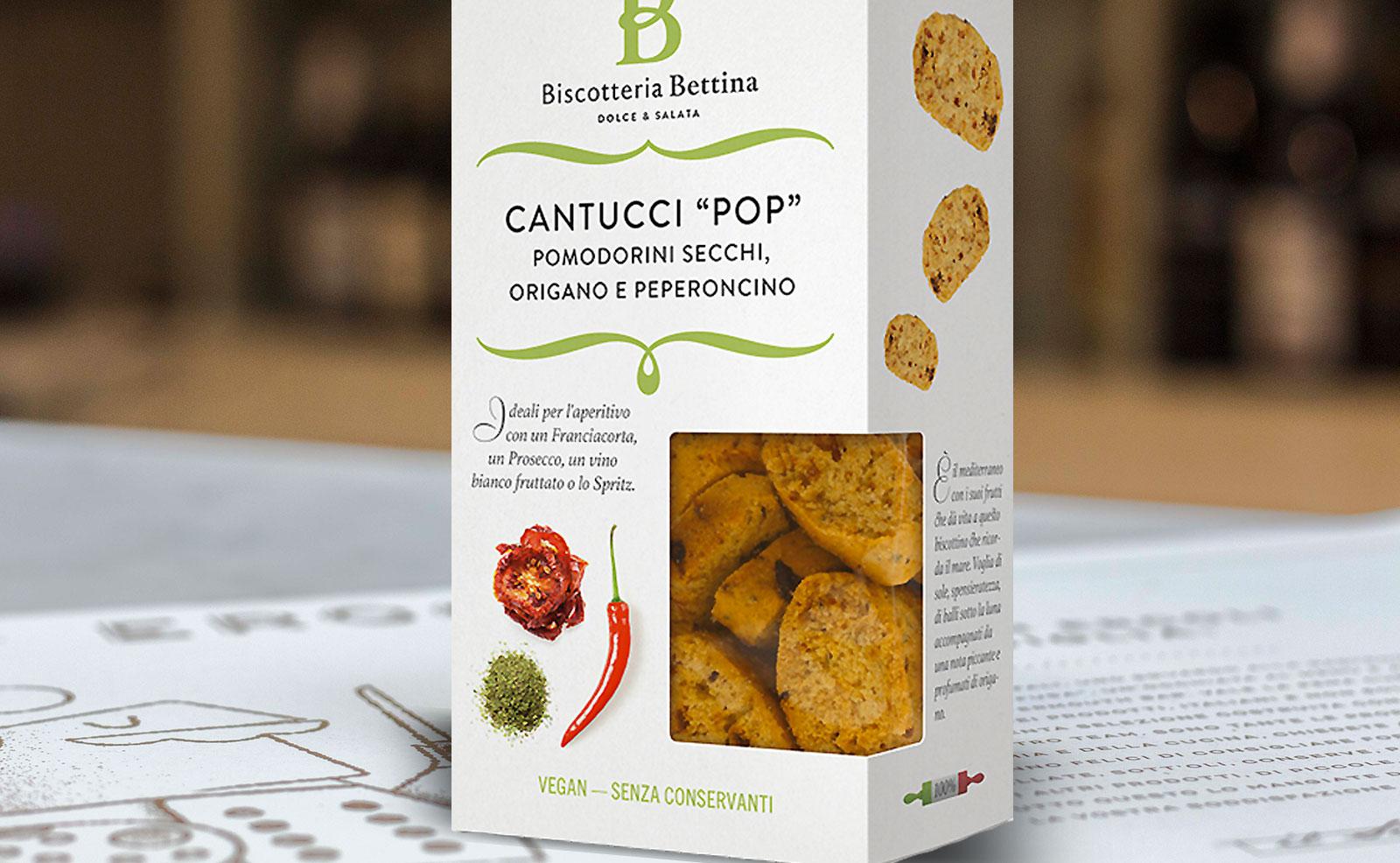 scatola di biscotti salati da aperitivo