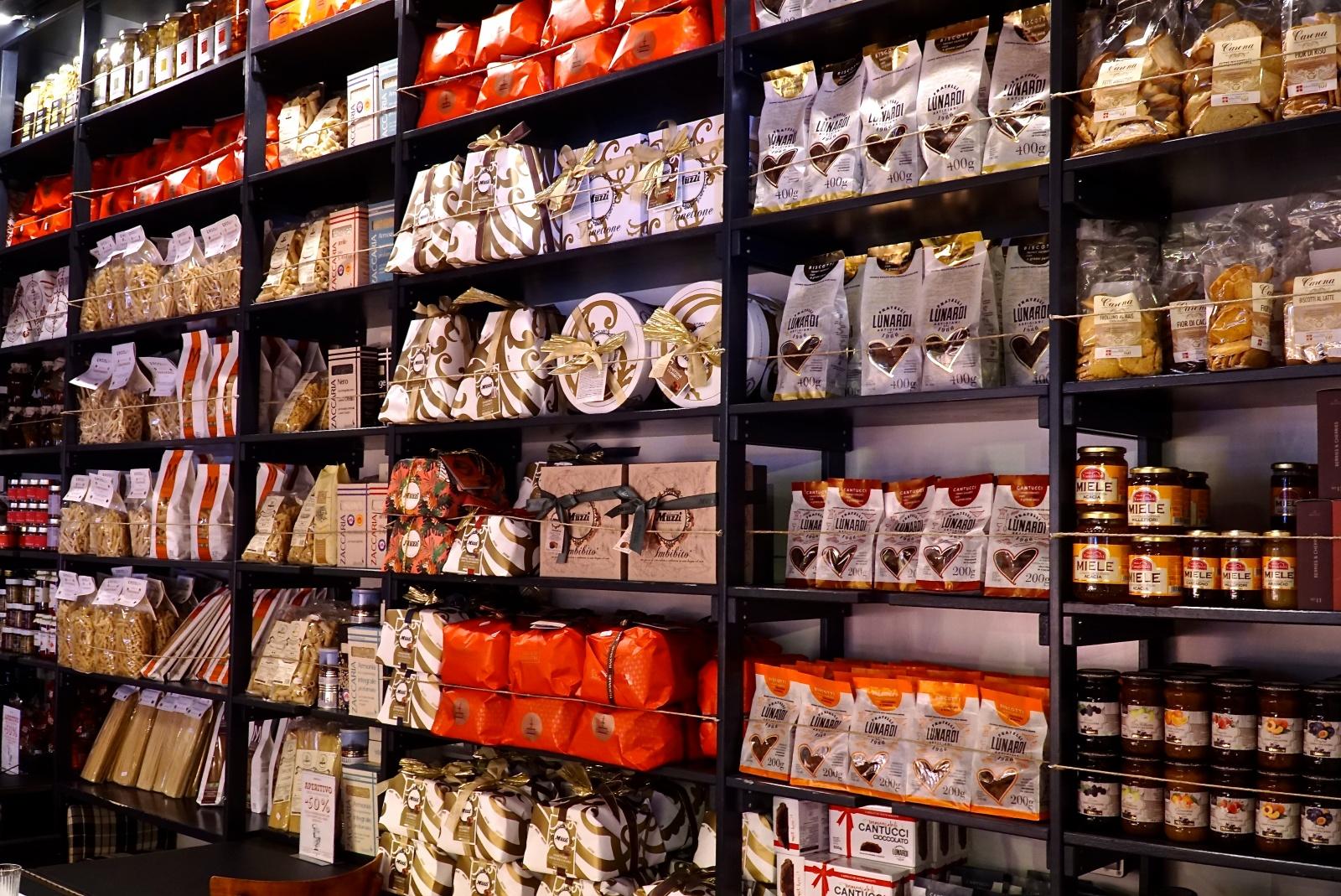 esposizione prodotti da ercoli roma per cesti natalizi